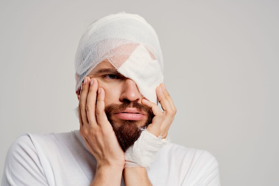Estética 21 - Centro de estética avanzada - Camuflaje cosmético para las cicatrices - hombre herido